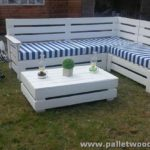 Pallet Garden Corner Couch with Table