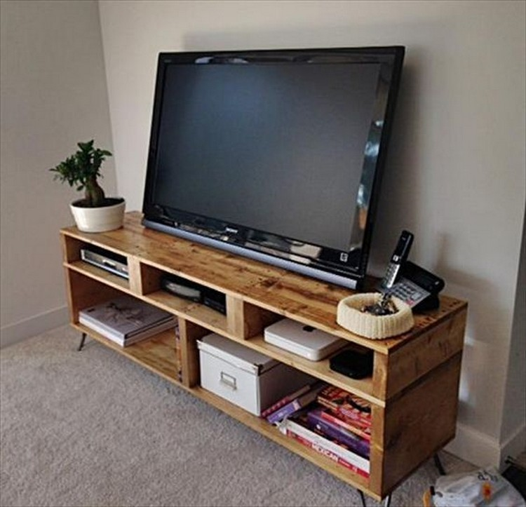 pallet media console tables tv stands pallet wood projects. Black Bedroom Furniture Sets. Home Design Ideas