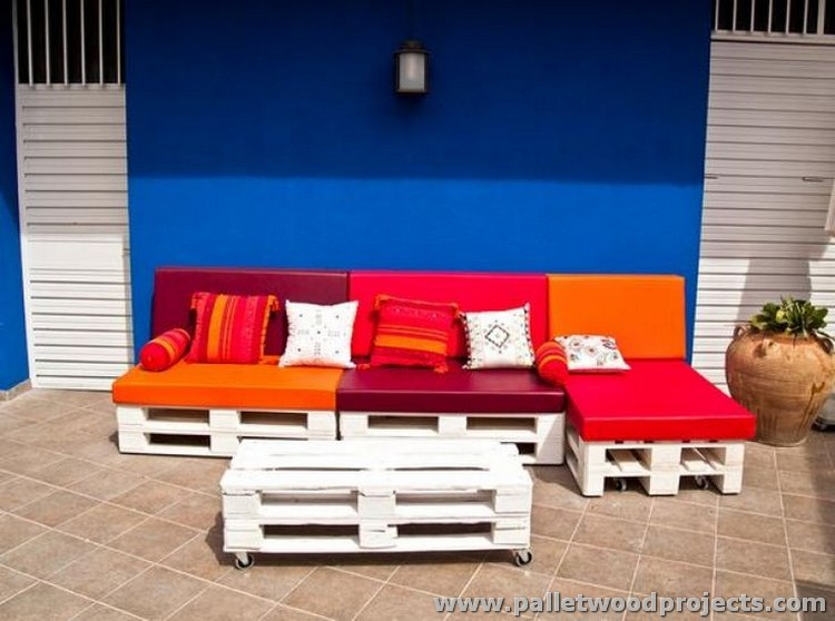 Cute pallet outdoor furniture ideas pallet wood projects - Sofas palets exterior ...