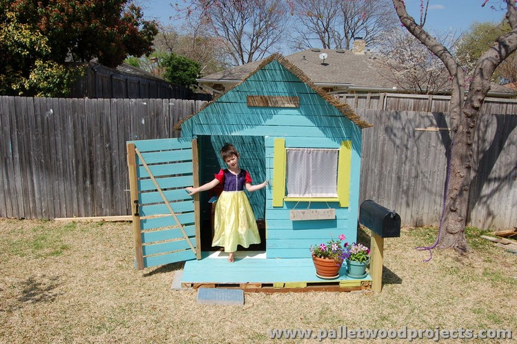 Pallet Playhouse for Kids
