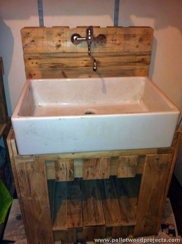 Creative wood pallet ideas pallet wood projects for Bathroom ideas made from pallets