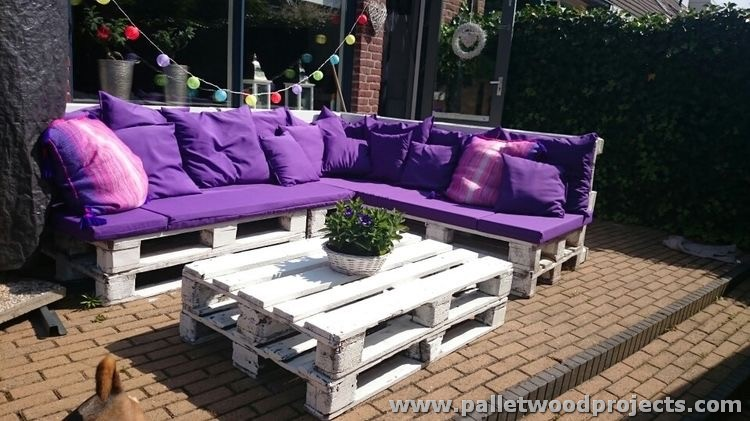 Recycled Pallet Outdoor Couch with Table