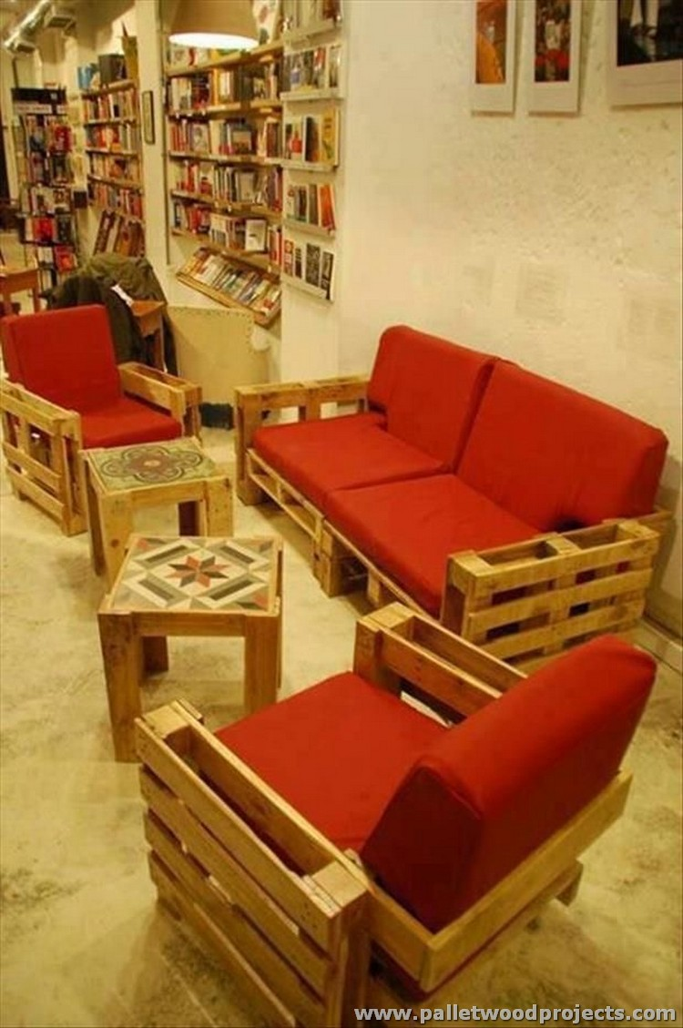 Creative furniture ideas with wood pallets pallet wood projects - Sofas de palets reciclados ...
