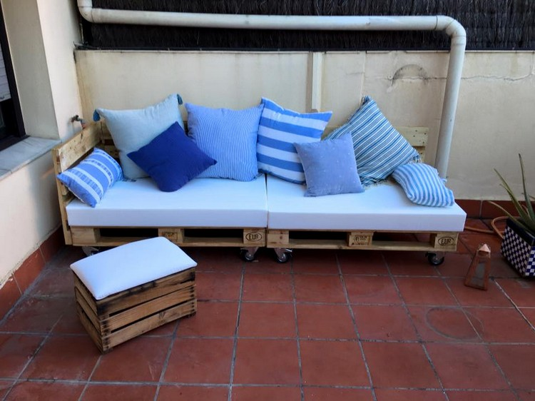 Cushioned Pallet Sofa with Ottoman