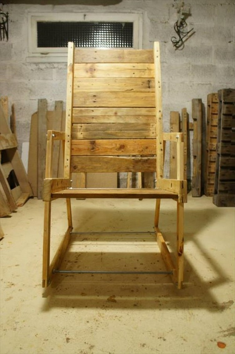 restful pallet wood chairs pallet wood projects. Black Bedroom Furniture Sets. Home Design Ideas