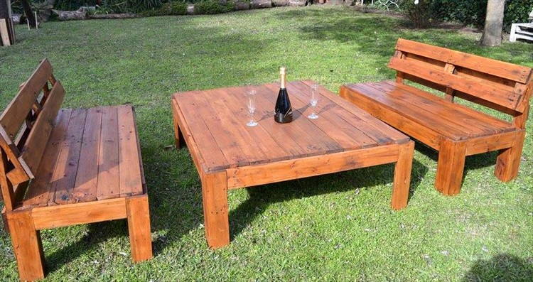 Outdoor Pallet Seating Set