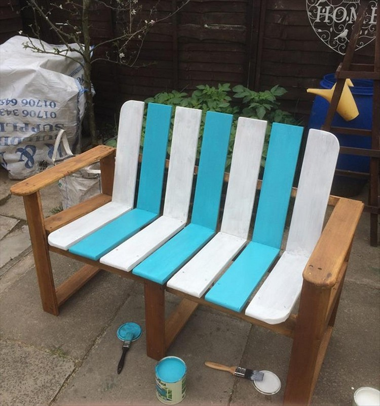 Painted Pallet Bench with Hands and Backres