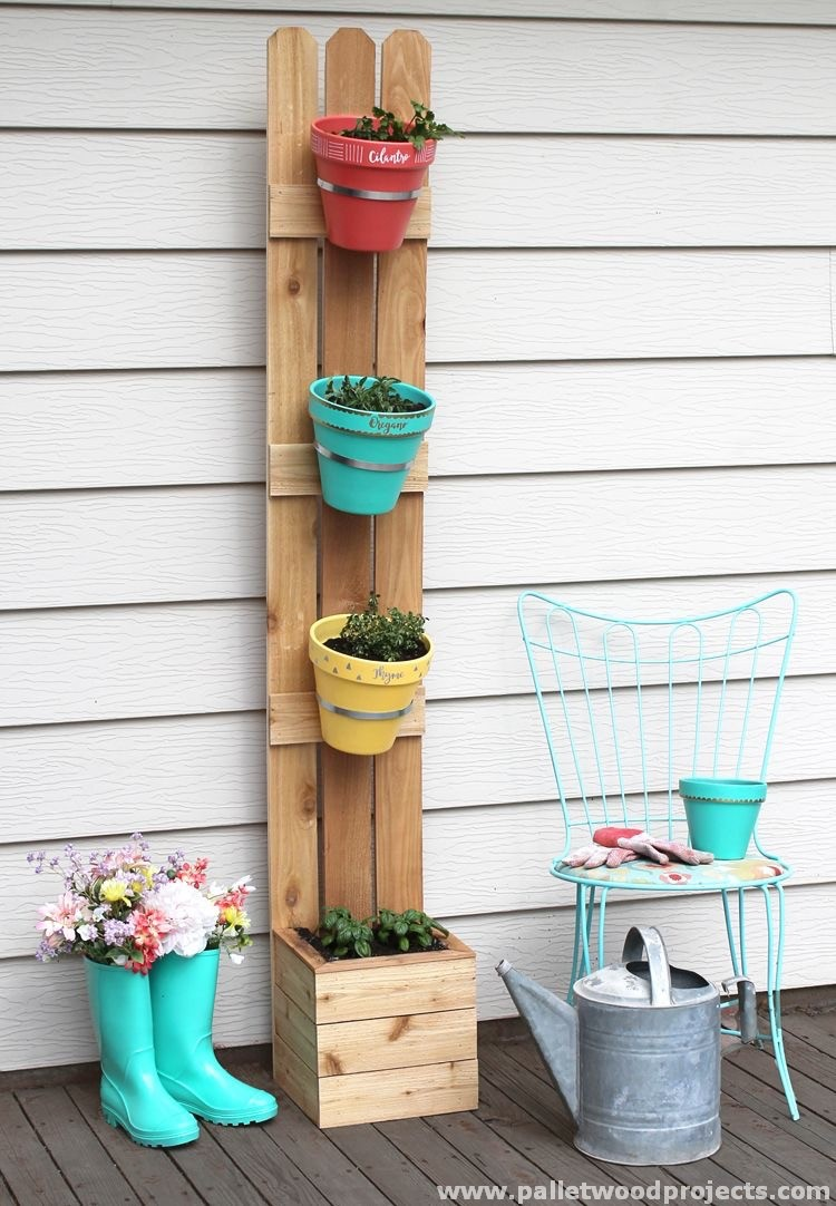 Fabulous wooden pallet ideas pallet wood projects for What to make out of those old wood pallets