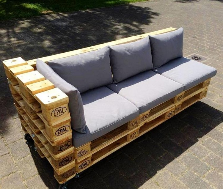 Wooden pallet outdoor furniture ideas pallet wood projects for Sofa de palets exterior