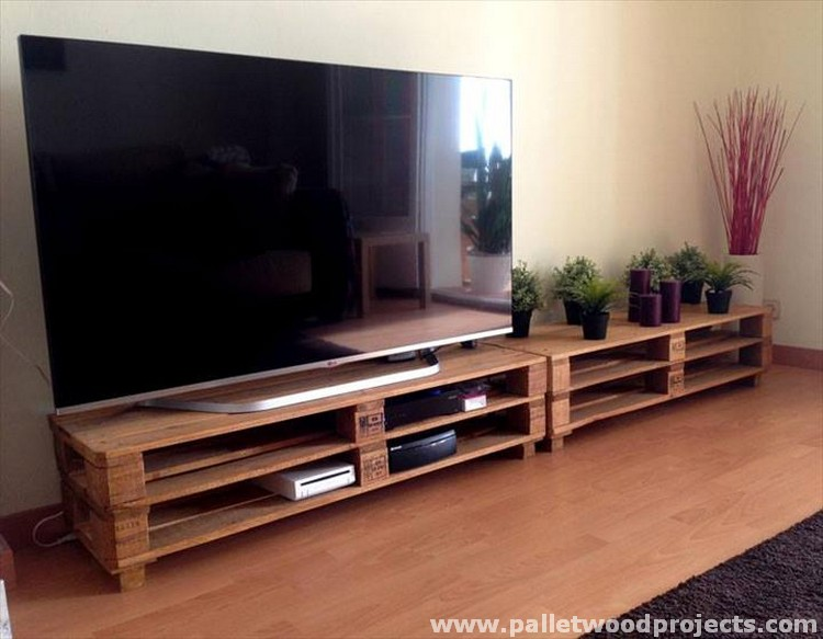 Pallet Extra Large TV Stand