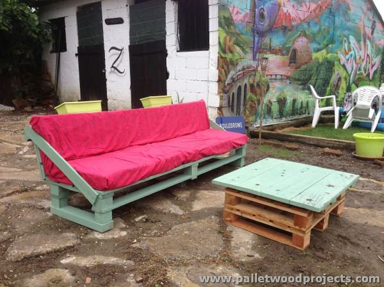 Pallet Garden Sofa Set with Table