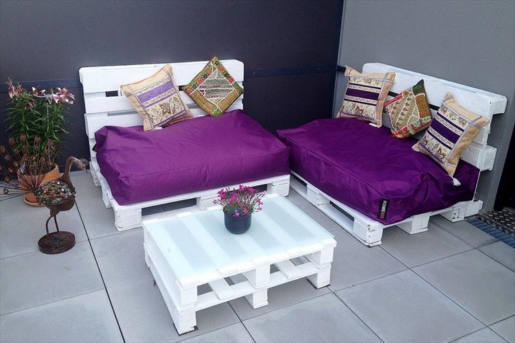 Pallet Patio Seats with Coffee Table