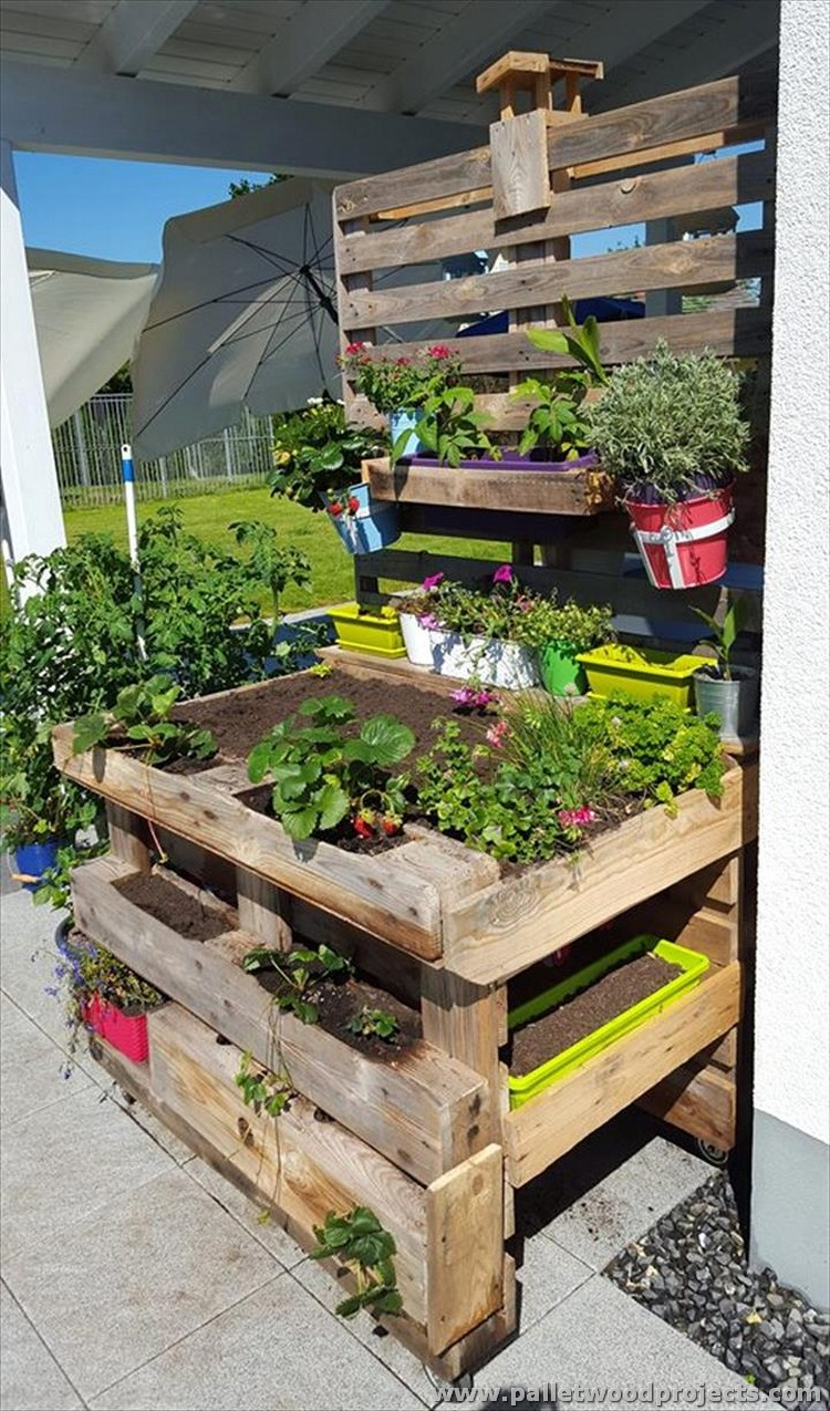 Outdoor ideas with wooden pallets pallet wood projects for Pallet ideas for outside