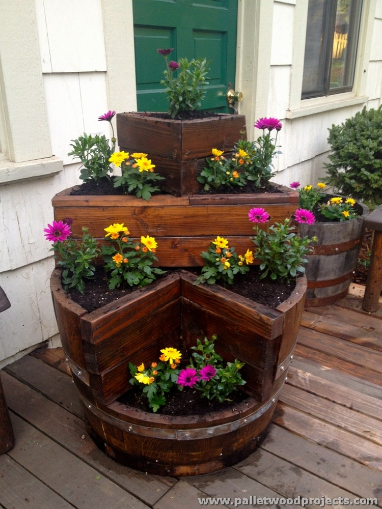 Pallet planter ideas pallet wood projects for Wooden flower bed ideas