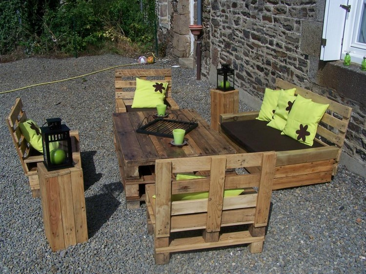 Patio Furniture Made from Pallet Wood