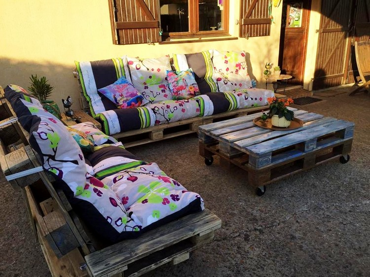 Recycled Pallet Patio Sofa Set