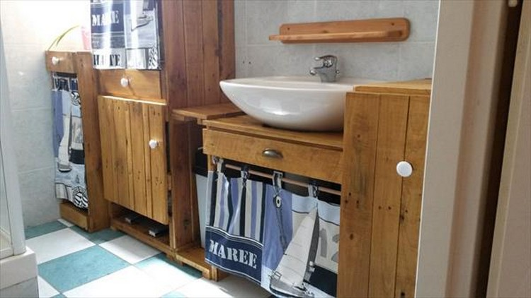 Wood Pallet Bathroom Decor