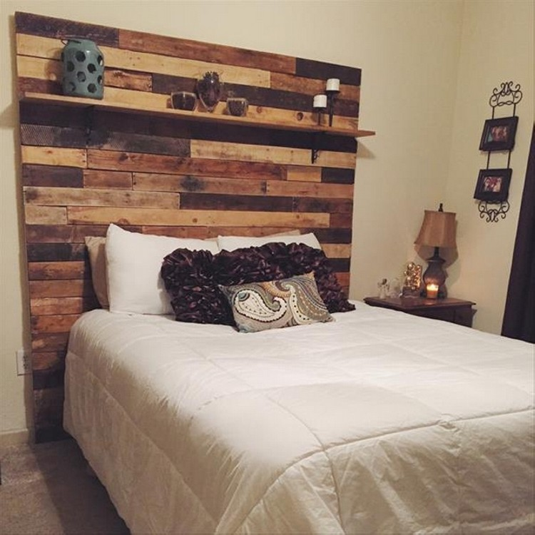 Recycled Pallet Headboard with Shelves | Pallet Wood Projects