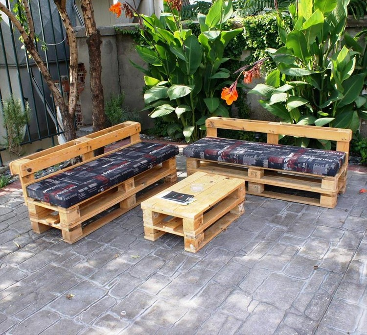 Wooden Pallet Patio Sofa Set
