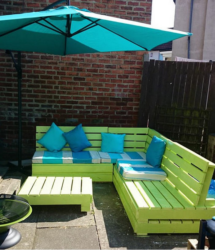 L Shaped Pallet Patio Couch with Table