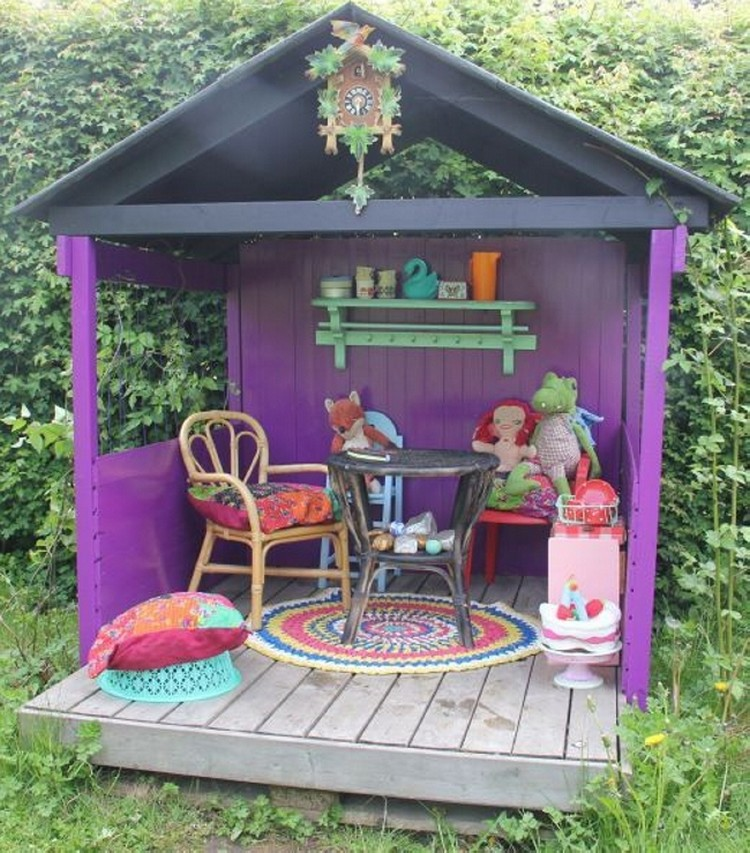 Pallet Playhouse for Kids Fun