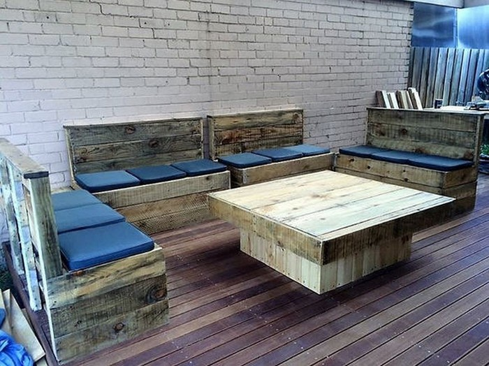 Furniture ideas with recycled wooden pallets pallet wood for What can you make with recycled pallets