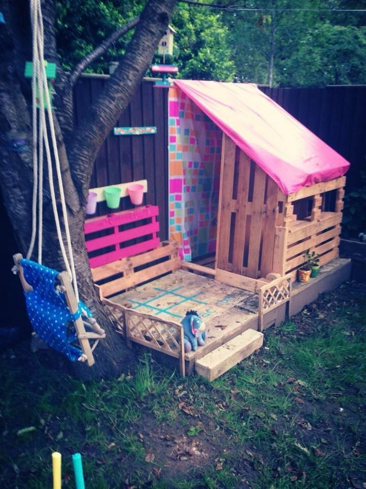 Kids playhouses made with wooden pallets pallet wood for Palette bois deco