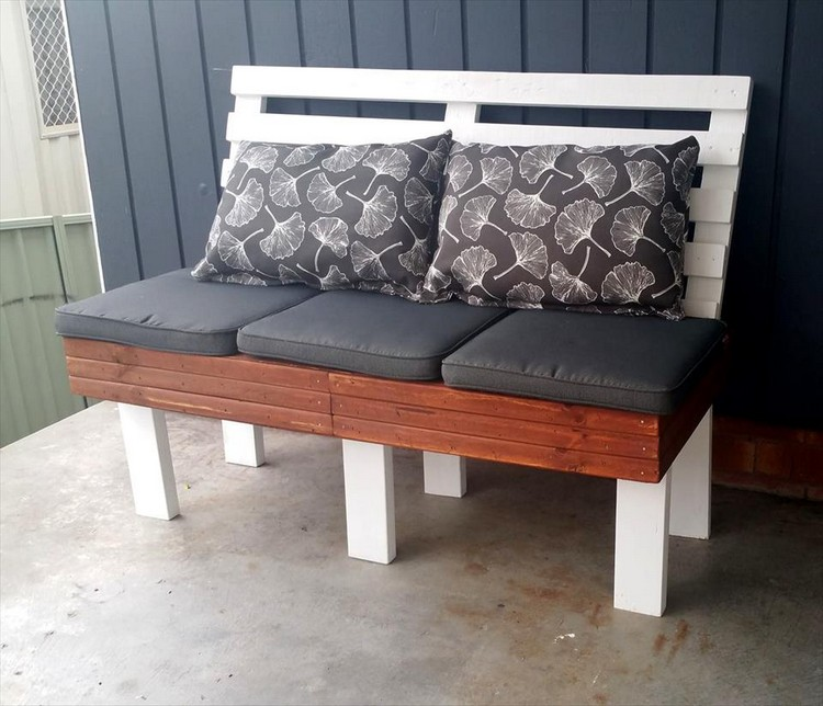 Robust Pallet Cushioned Bench with 6 Legs