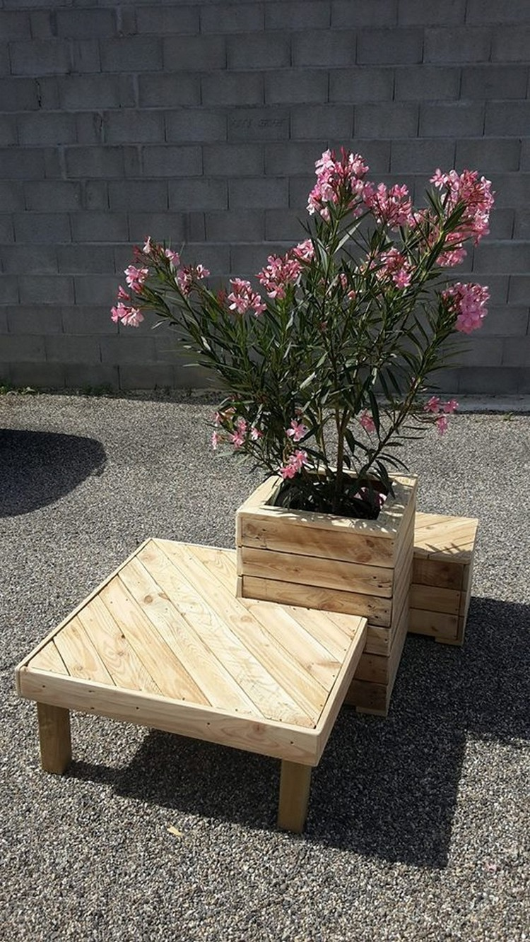Recycled Pallet Planter With Attached Seating Pallet
