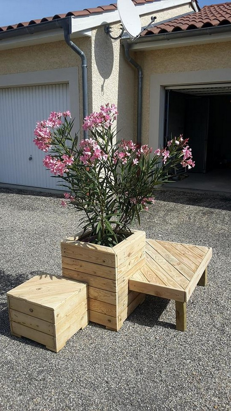 Wood Pallet Planter with Seating