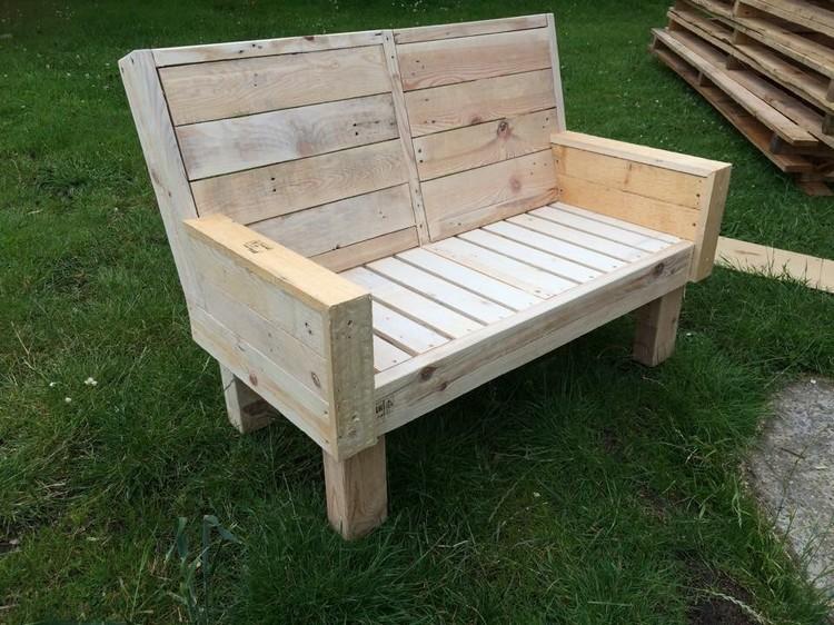 DIY Pallet Outdoor Bench