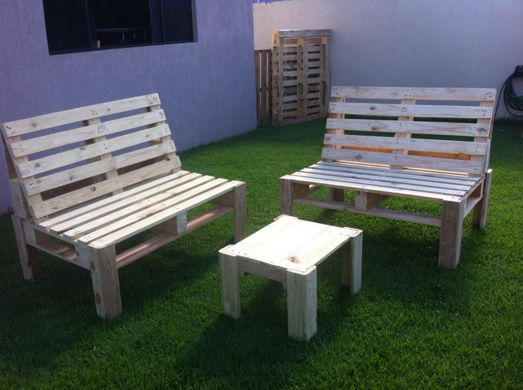 DIY Pallet Outdoor Double Bench and Table