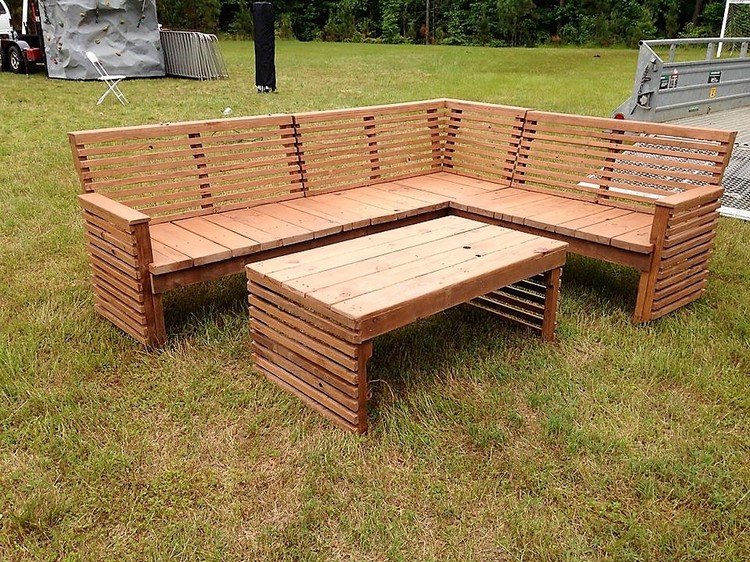 L Shaped Pallet Sofa and Table