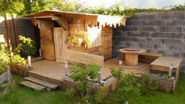 Pallet Garden Lounge and Cabin