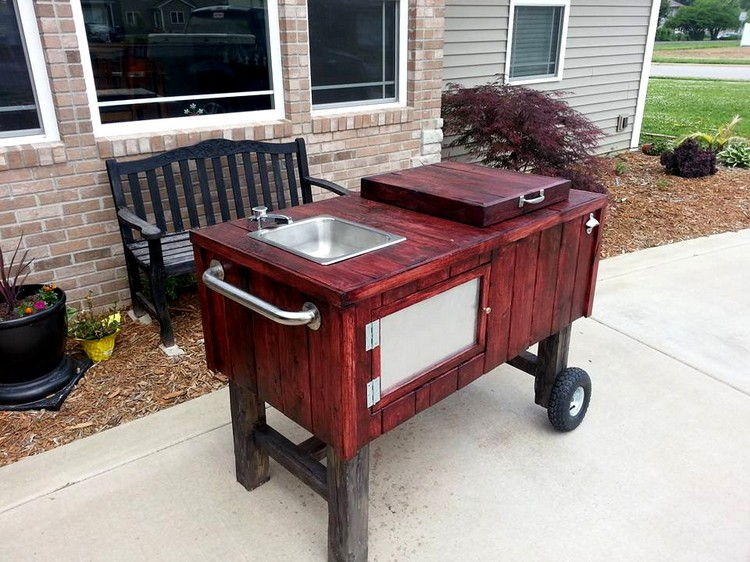 Pallet Outdoor Party Station on Wheels