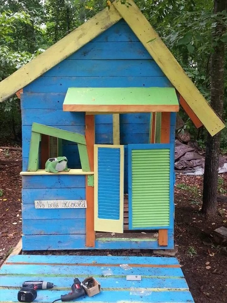 Wood pallet playhouses for kids pallet wood projects for Blueprints for playhouse