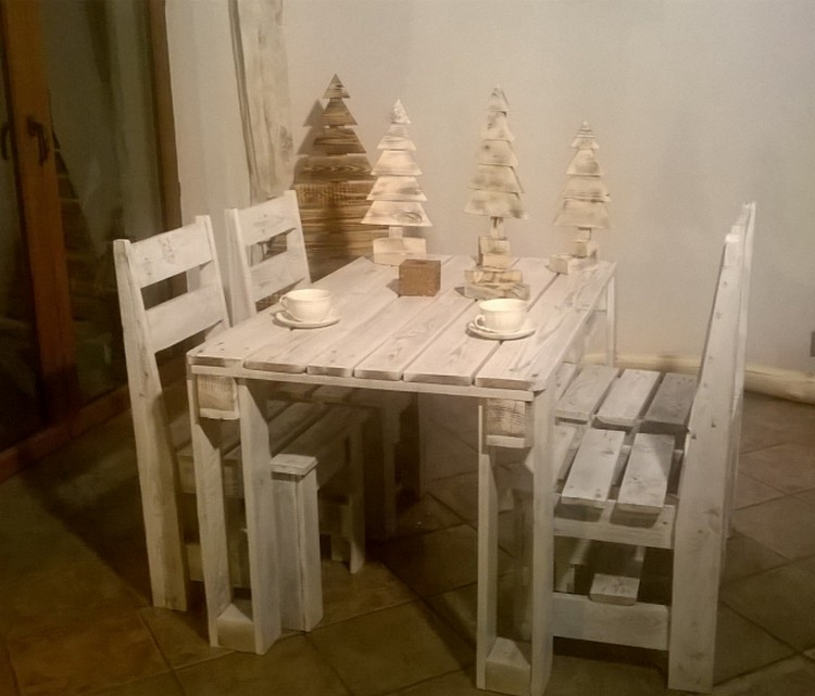 Pallet Table with Chairs