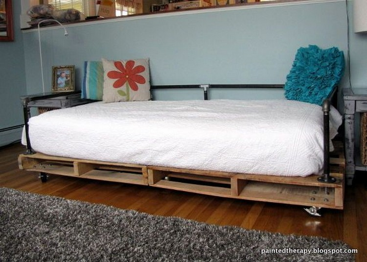 Upcycled Pallet Daybed Ideas | Pallet Wood Projects
