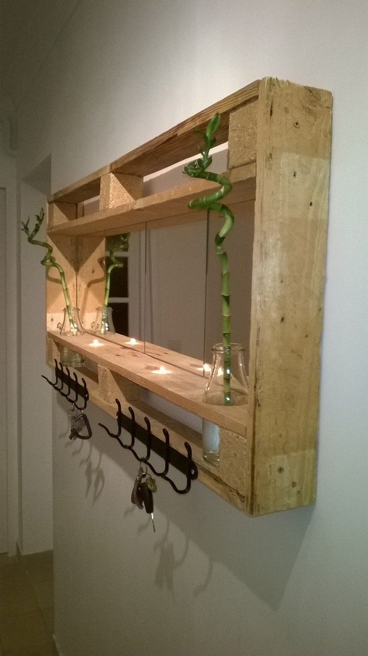 Wooden Pallet Mirror Idea