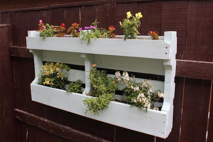 DIY Pallet Hanging Planter
