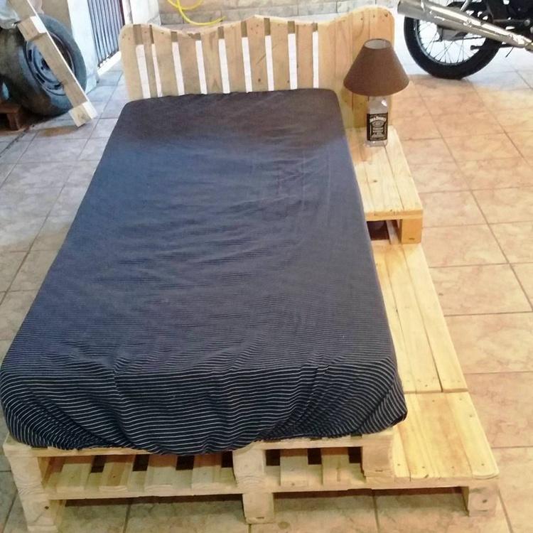 Pallet Bed with Black Foam Matterss
