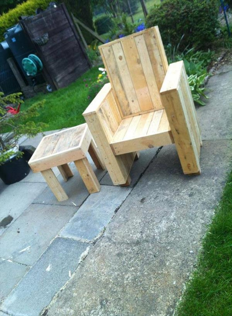 You can make a set of chair and table together from recycled pallet ...