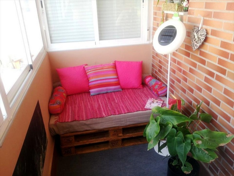 Pallet Cushioned Seat and Daybed