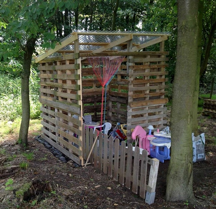 Pallet Made Outdoor Kid's Playhouse