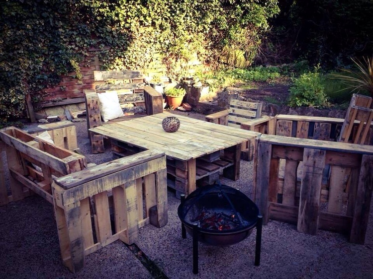 Pallet Outdoor Sitting Set