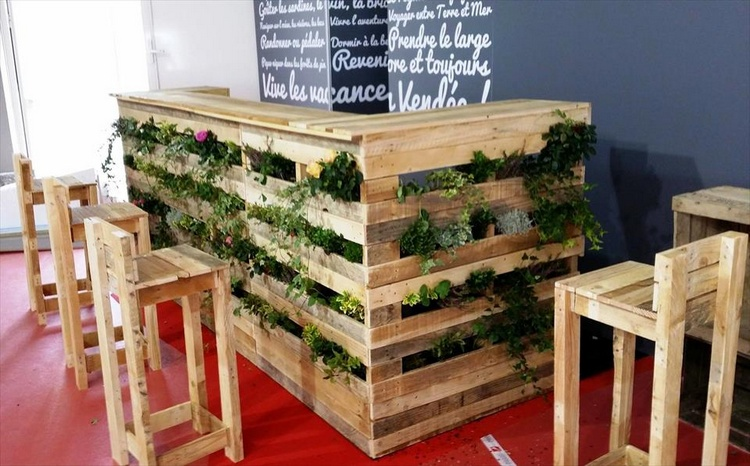 Pallet Planter Bar Table with Matching Stools