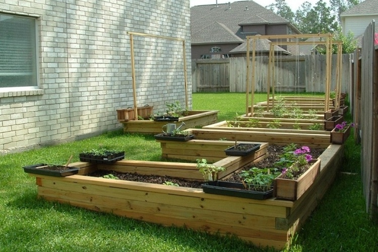 pallet raised garden beds - Garden Ideas Using Pallets