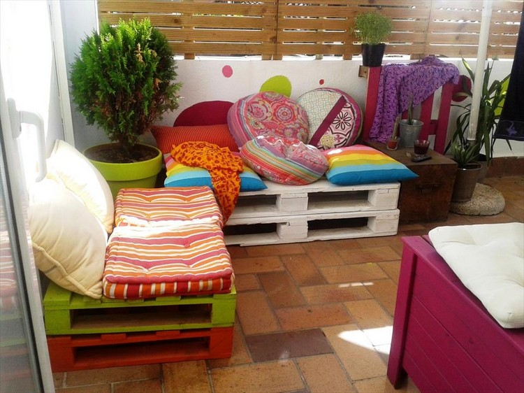 Pallet Sitting Furniture Set for your Paved Patio