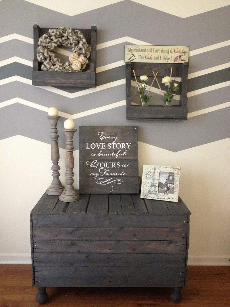 Amazing diy projects to upcycle wooden pallets pallet for Palette bois deco