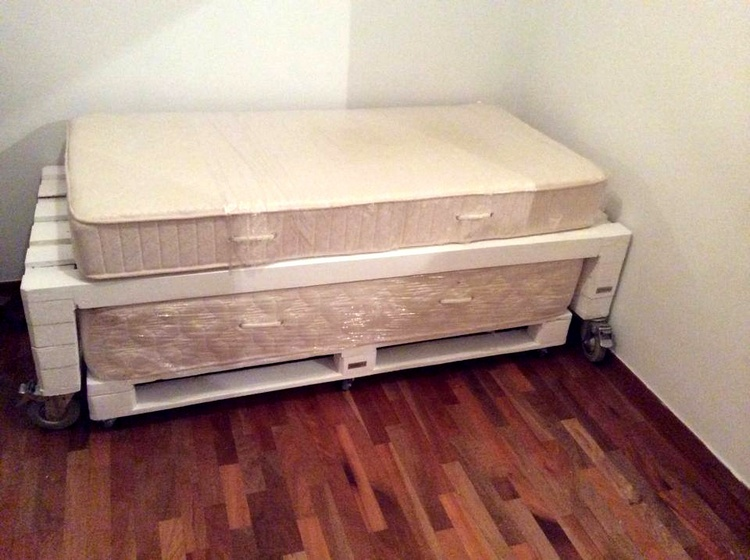 Easy to Store Wood Pallet Toddler Beds